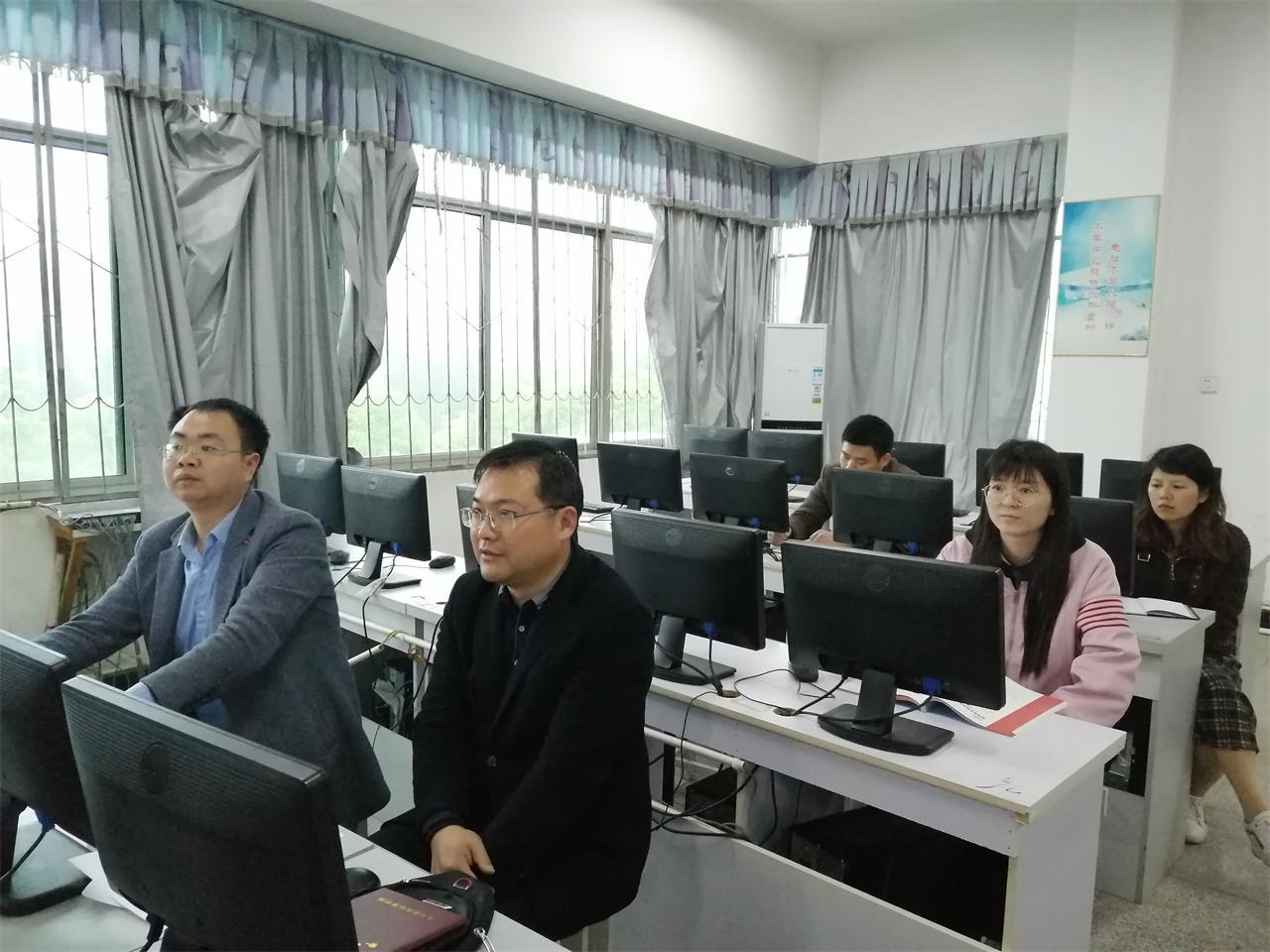 开展高一信息技术教学观摩课活动